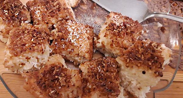 Ciasto kokosowe pyszne ze smaczną kokosową posypką
